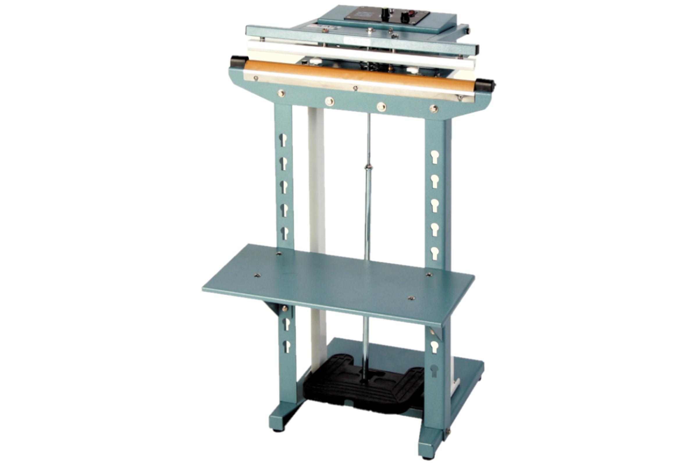 作業テーブルは高さを調節できます。<br />