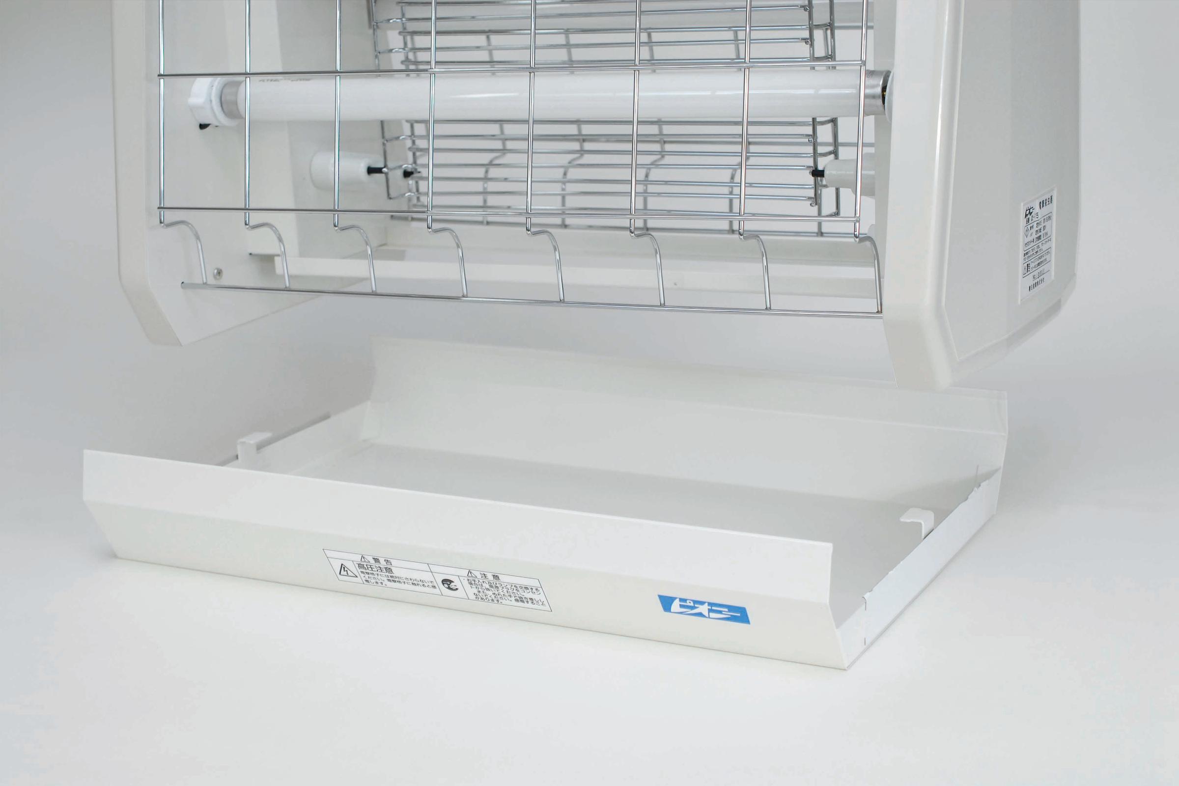 虫受皿はスライドして取り外すことができ、虫の死骸の処理が簡単に行えます。