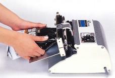 軽い力で強力な圧力が得られるため、シール困難なフィルムやガゼットなど、確実・簡単にシールできます。
