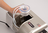 集水カップを内蔵しているので、空気と一緒に液体が内部に入っても、慌てる事なく安心して使用できます。