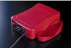 使用後はハンドピースをホルダーに収納。 不慮の落下を防ぎます。<br /> また、マグネットを搭載しているため本体上に置いてもズレ落ちません。