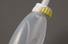 緑色のボタン(ワンタッチボタン)でボトルを簡単に外すことができます。シンプルが故に取り扱い簡単。<br /> 容量:250ml/350ml
