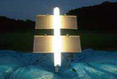 一般蛍光ランプよりも自然光に近いオプトエナジーリアルカラー。<br /> しかし昆虫が感応しやすい光はしっかりカットします。<br /> オリジナル技術により、困難であるとされる、自然光に近い光色と、高い防虫率の両立を実現しました。