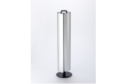 アルミ押出材を使用しているため、重厚感のある外観にもかかわらず非常に軽量で、移動もラクラクです。ハンドルもついています。